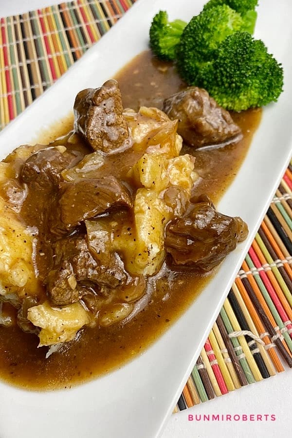 mashed potatoes, beef tips, gravy and steamed broccoli