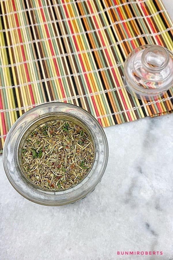 a blend of herbs; thyme, oregano, thyme, basil, garlic powder, onion powder, chili flakes and parsley